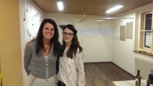 2 begeisterte Zeichnerinnen Elisabeth und Eva